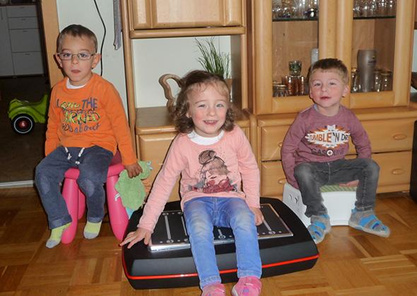 Familie Diaz freut sich über ein Galileo Therapie Gerät