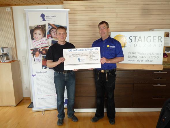 Spendenübergabe bei Staiger Holzbau mit Vorstand Michael Lepold und Winfried Staiger